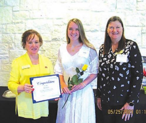 Raylee Faris receives scholarship from DRT chapter