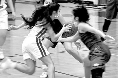 Lady Bulldogs defeat Pearsall