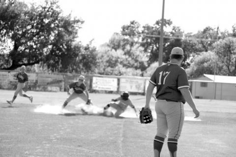 Bandera baseball chasing first win